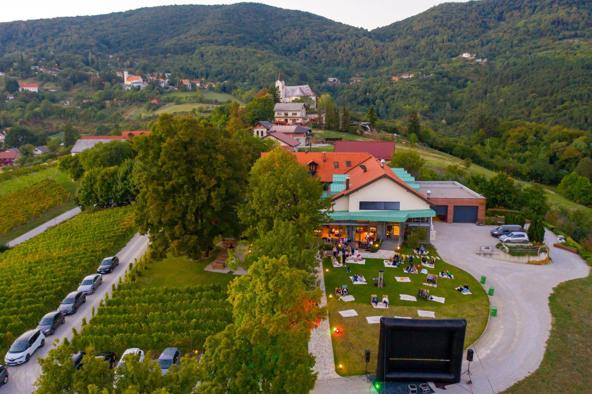 Spajanje filma, hrane i vina – Brojni posjetitelji uživali u projekciji Murine kod Koraka